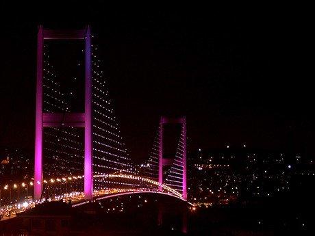 """İstanbul Boğazı """"Pembe"""" Renge Büründü"""