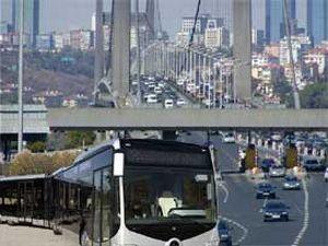 Metrobüs Fatih Sultan Mehmet Köprüsü'nde