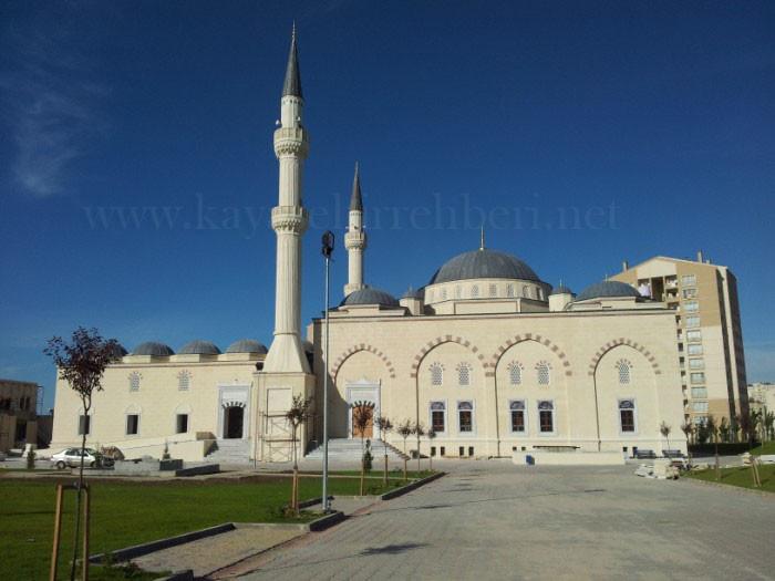 Merkez Kayaşehir Cami Sultan Ahmet Cami'ini Hatırlatıyor