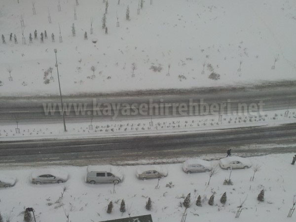 Kayaşehir'de Yollar Kapandı