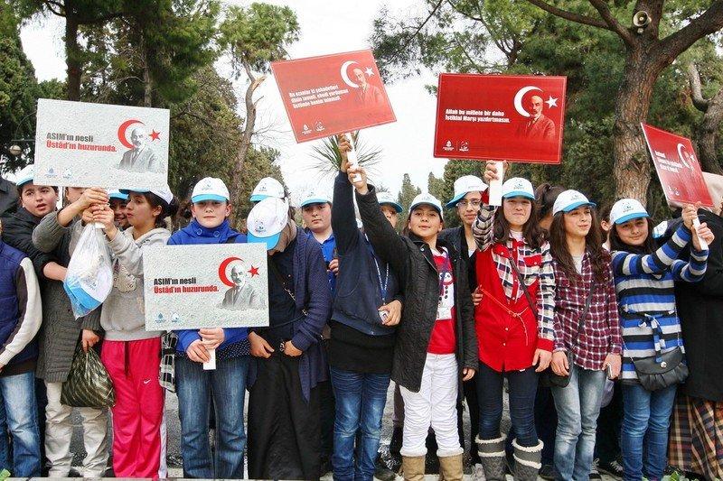 Bilgievi Öğrencileri Mehmet Akif'in Huzurunda