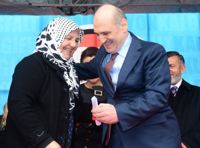 Bakan Bayraktar, Başakşehir'de Tapu Dağıtım Törenine Katıldı