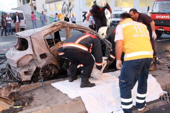 Başakşehir'de otomobilde yanarak can verdi