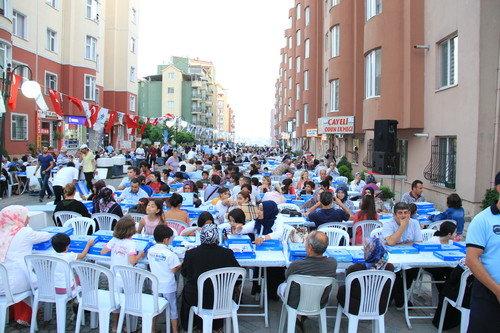 Sokak iftarları Başakşehir'de renkli geçiyor