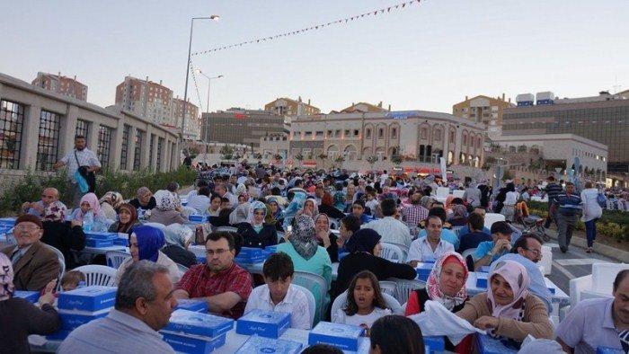 Kayaşehir'de 15 bin kişi aynı sofrada buluştu