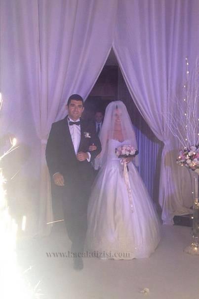 Özlem Yılmaz Dün Evlendi