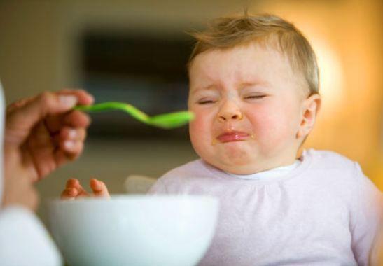 Çocuklara TV Karşısında Yemek Yedirmeyin