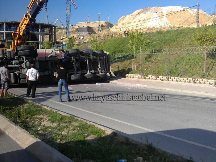 Kayaşehir Keskin Viraj'da Yine Kaza