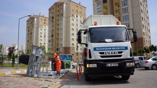 Başakşehir Belediyesi sitelerde temizlik çalışması başlattı