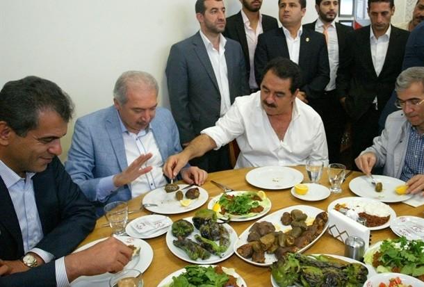 İbrahim Tatlıses, Başakşehir'de kebap salonu açtı