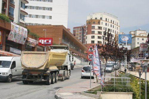 Hafriyat kamyonları Başakşehirlilerin kabusu oldu
