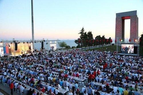 Ak Parti'den Çanakkale Şehitliğinde iftar