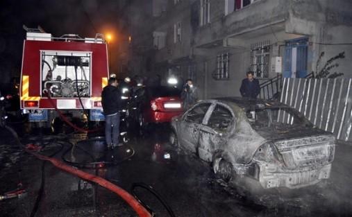 Başakşehir'de 10 araç kundaklandı