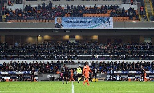 Minik futbolcular İBFK'lı oyuncuları destekledi