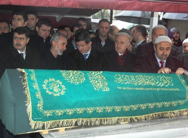 Başbakan Davutoğlu, Küçükoğlu'nun cenazesine katıldı
