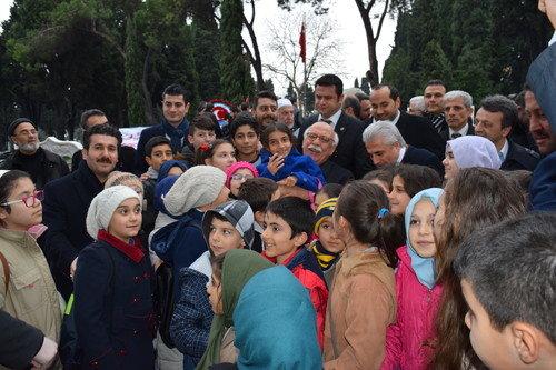 Bakan Avcı ile Öğrenciler Akif'in Kabrinde