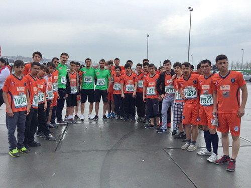 Başakşehirli sporcular yarı maratona katıldı
