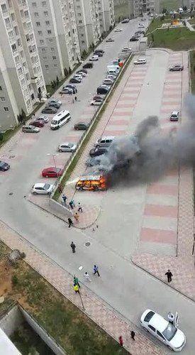 Otoparktaki Minibüs Alev Alev Yandı