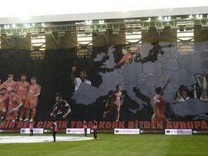Başakşehirspor'den dev pankart!