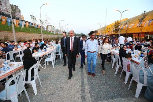 Başkan Uysal, Gençlik Kolları ile iftar yaptı