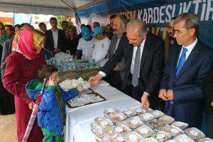 Başakşehir Belediyesi Aşure Dağıttı