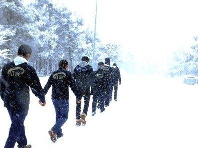 Başakşehir'de İzcilere Kış Eğitimi Verildi