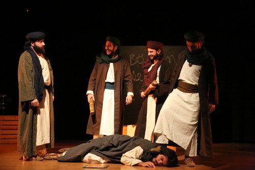 Mus'ab Bin Umeyr Tiyatro Sahnesinde