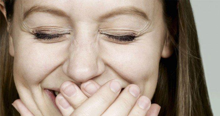 Sebepsiz gülme 'beyin tümörü' belirtisi