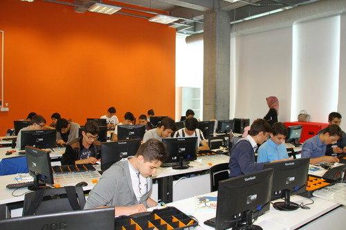 Living Lab Robotik Eğitimi Veriliyor