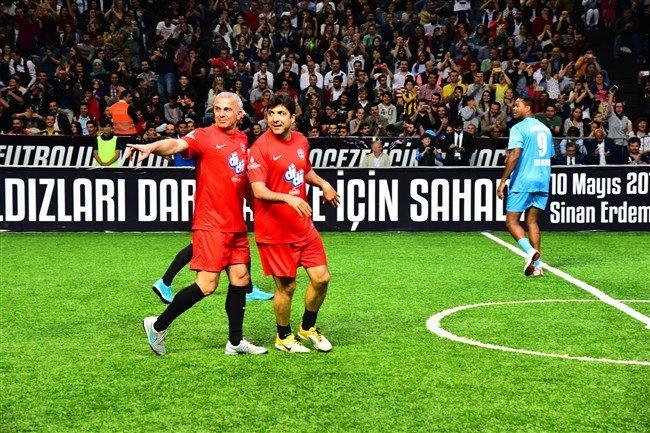 Genç yıldızlar, dünya futbol yıldızları ile
