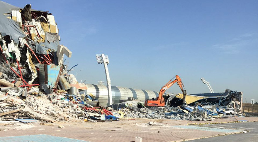 Başakşehir'de Spor Kompleksi Yıkıldı