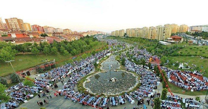 Başakşehir'de 30 bin kişilik sokak iftarı