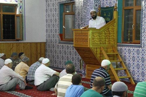 Cami sohbetleri devam ediyor