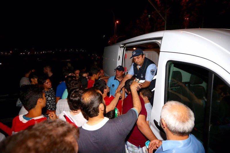 Başakşehir Belediyesi nöbetdekileri unutmadı