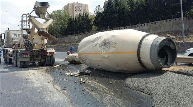 Kayaşehir'de Beton mikseri devrildi
