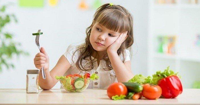 'Çocuk yemek istemiyorsa bırakın aç kalsın'