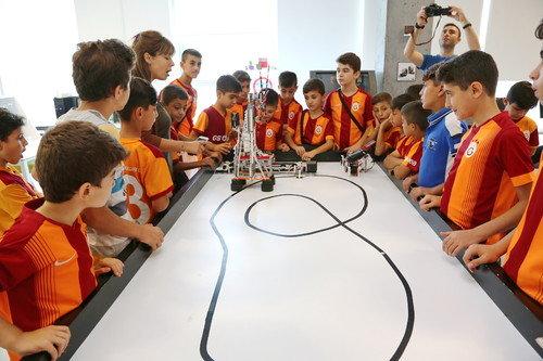 Mardinli öğrencilerin Living Lab Merkezi'ni ziyaret etti