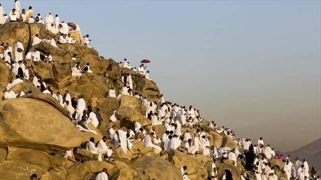 Hacı adayları Arafat'ta Çıktı