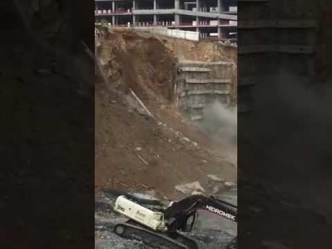 İstanbul Başakşehir'de inşaatın istinat duvarı çöktü