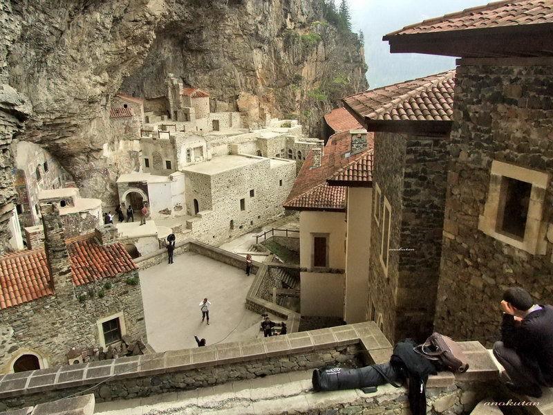 Trabzon Sümela Manastırı Görmeye Değer
