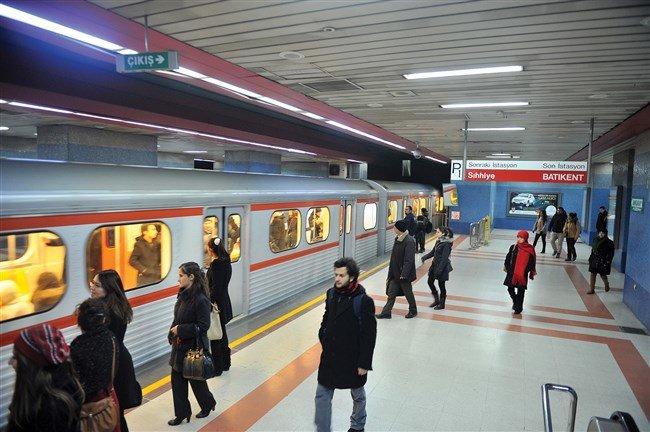 İstanbul metrosunda nikah zamanı