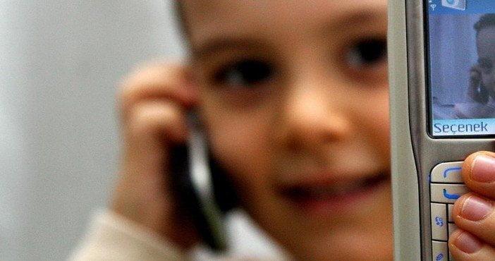 Küçük çocuklar için 'cep telefonu' uyarısı