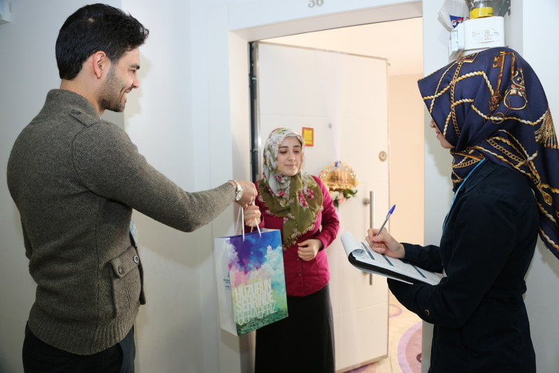 Belediye, Kayaşehir'e Yeni Taşınanları Ziyaret Ettiyor