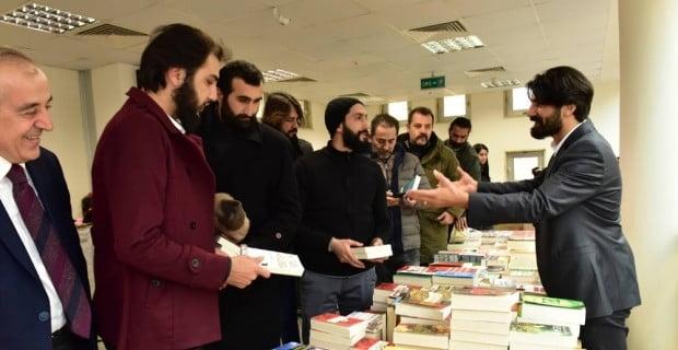 'Diriliş Ertuğrul' ekibi kitap fuarında