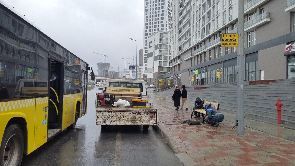 Kayaşehir'de Otobüs Durakları Çok İlkel
