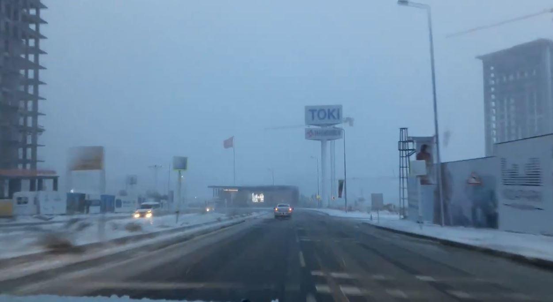 Kayaşehir'e Kar Yağıyor ve Trafik