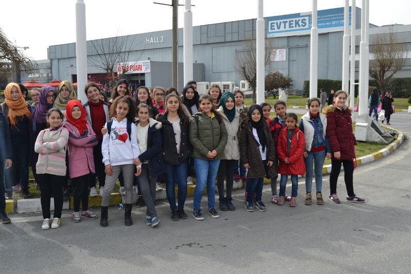 Kayaşehir Bilgievi öğrencileri kitap fuarında