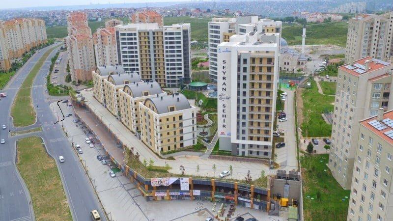 Kayaşehir Seyran Şehir'in Önü Tehlike Saçmakta
