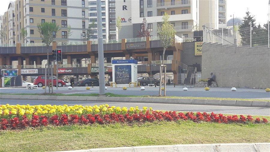 Kayaşehir Seyran Şehir Önündeki Bankamatik