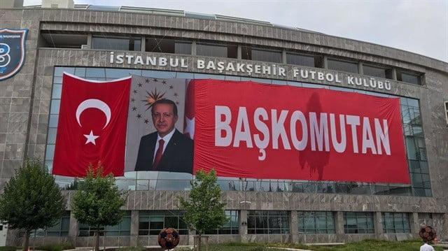 Başakşehir'den 'başkomutan' afişi